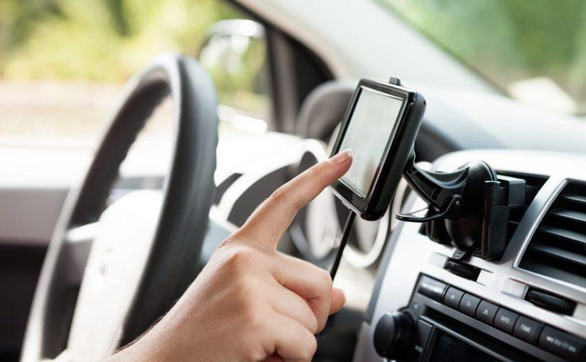 Patarimai, kaip saugiai naudoti GPS navigaciją automobilyje