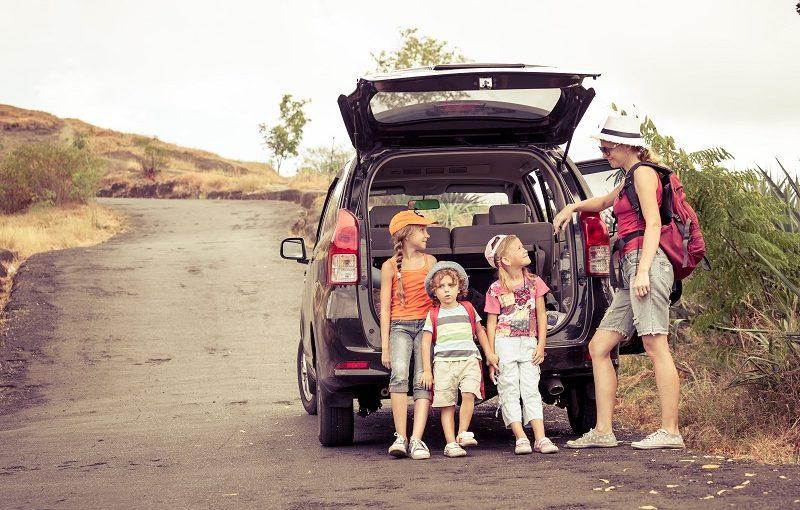 6 dalykai, kuriais būtina pasirūpinti keliaujant automobiliu su vaiku